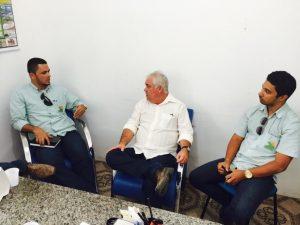 Ricardo Araújo (centro)