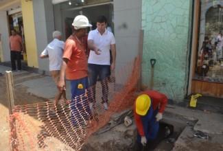 Prefeito de Penedo conversa com empresários e acompanha obras no Centro Histórico