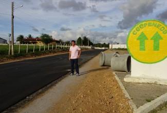 Marcius Beltrão vistoria pavimentação da rodovia AL-105, na zona rural de Penedo